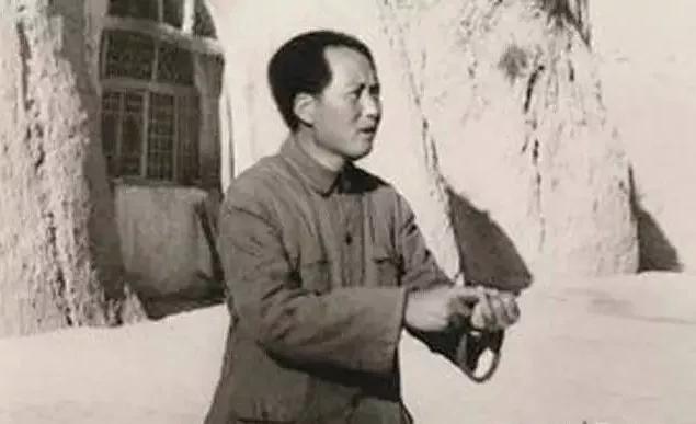 """毛泽东的""""十个没有""""和邓小平的""""十个如果"""""""